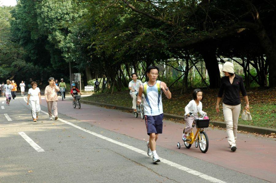Tokyo'daki parklarda mangal yapan bulamazsınız ama koşan, yürüyen, bisiklete binen çok vardır