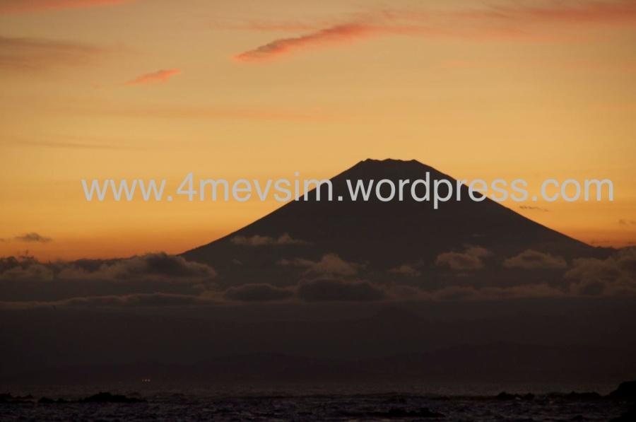 Gene Denny's Terasından bir yaz günü günbatımında Fuji