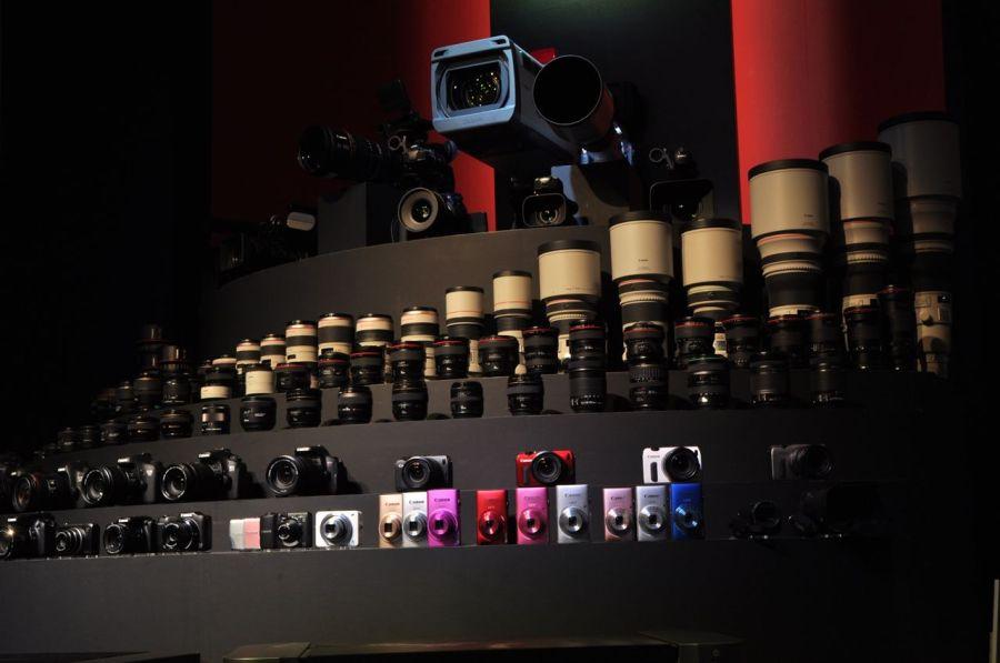 Canon'un standı. Full serilerini koymuşlar (Fotoğraf: Erol Emed)