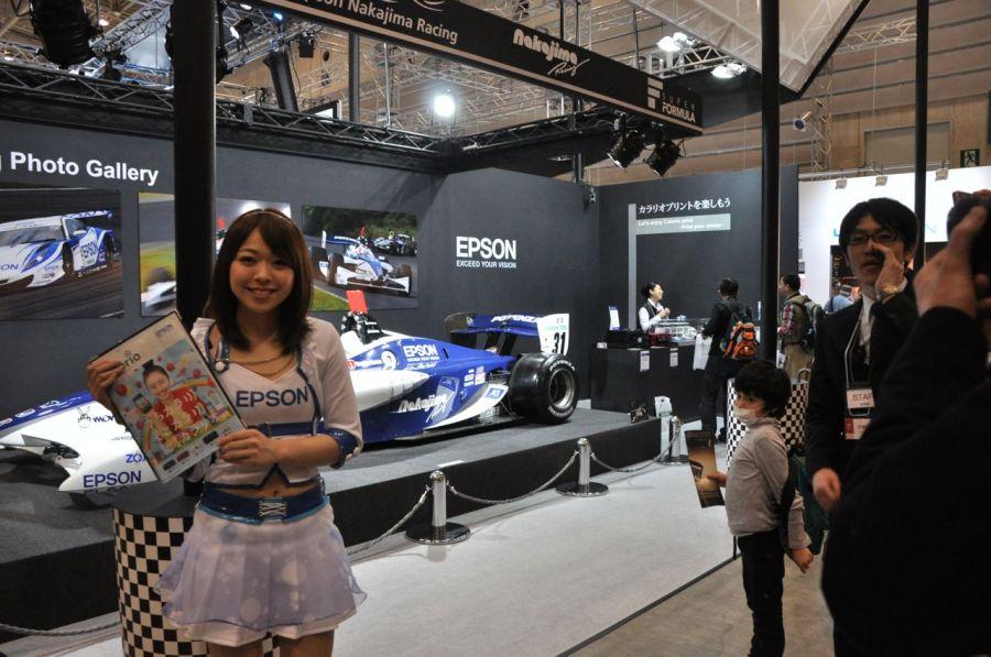 Epson standında Formula -1 yarış arabası  vardı