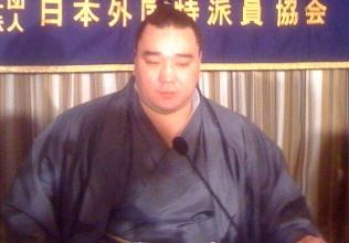 Harumafuji dün FCCJ'de konuşurken