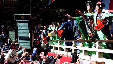Tapınaklarda Setsubu kutlaması (kaynak: www.thepunch.com.au)