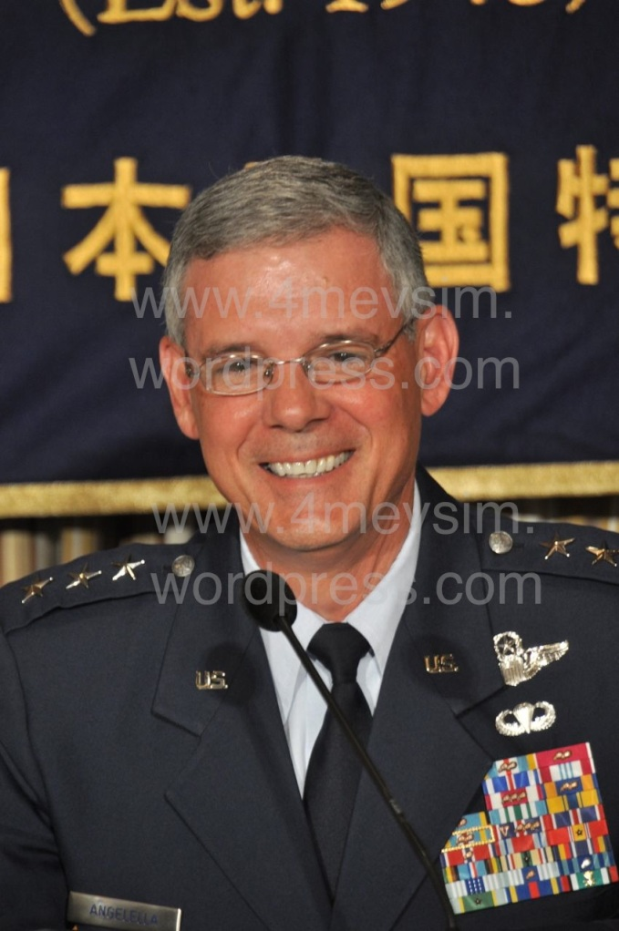 Korgeneral Sam Angelella, Japonya'daki ABD Kuvvetleri Komutanı