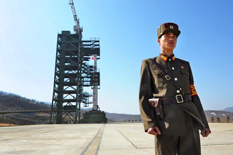 Kuzey Kore füzesi atışa hazır (Kaynak: www.newyorker.com sitesinden izinsiz alınmıştır)