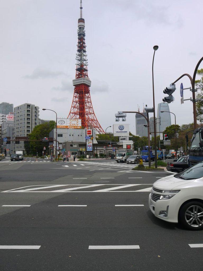 Tokyo Kulesi, depremde eğrilmişti düzelttiler