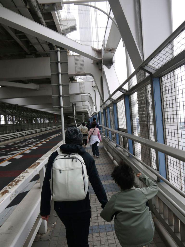 Köprüyü böyle geçiyoruz