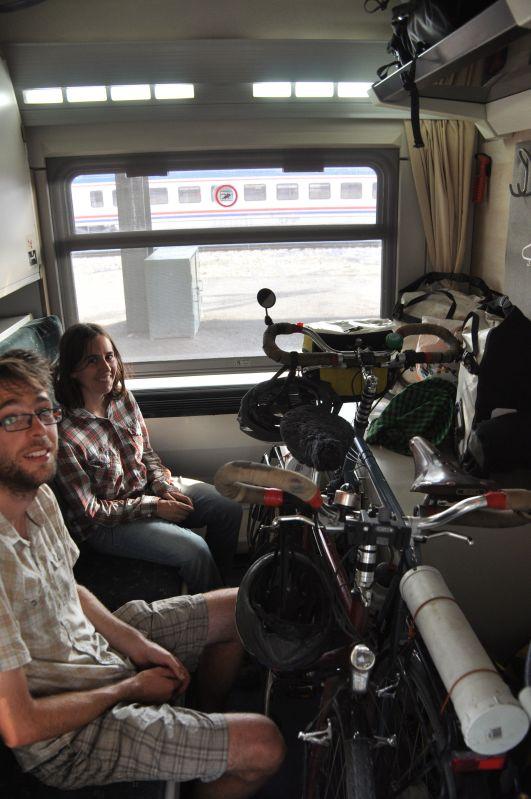 David ve Grace, iki kişi iki de bisiklet Ankara - İzmir yataklı treninde