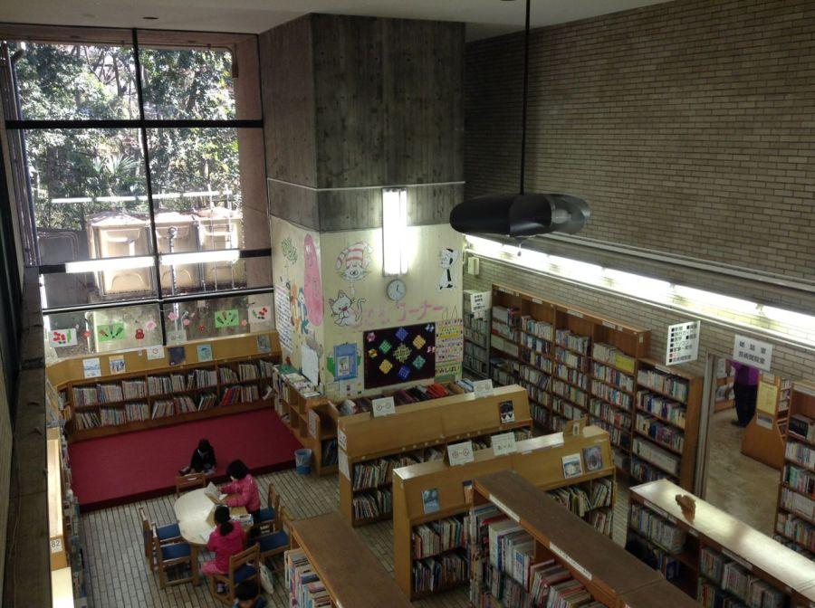 Bizim evden 10 dk uzaklıktaki bu kütüphane parka bitişik