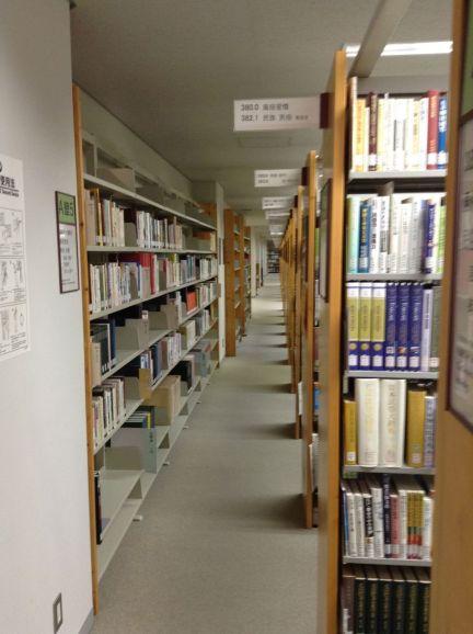 Burası 5 katlı büyük bir kütüphane