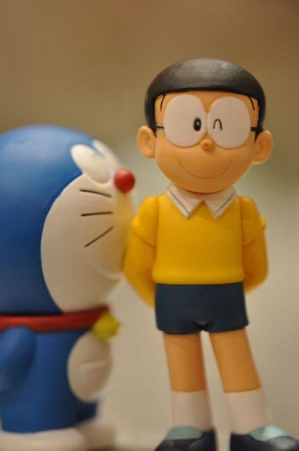 Doraemon (mavili) ve Nobita