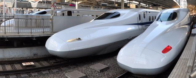 """Tokyo istasyonu'nda kalkışa hazır N700 serisi """"Nozomi"""" Shinkansen'leri"""