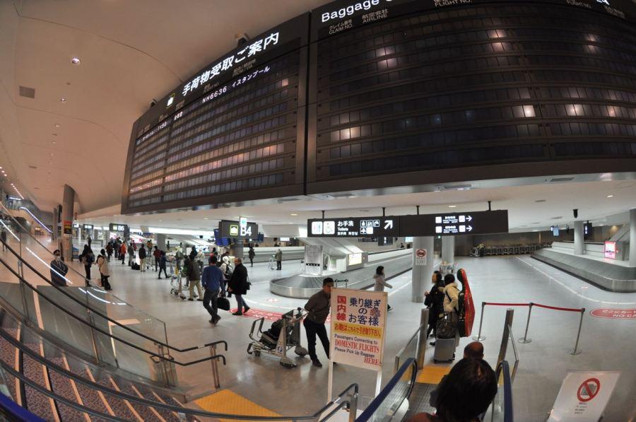 Narita pasaporttan çıkınca bavulum da gelmiş oluyor