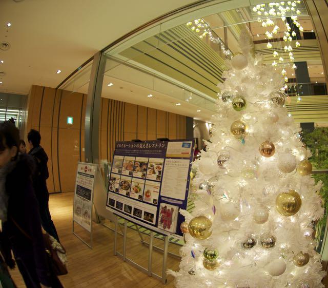 Bir AVM'de Noel ağacı