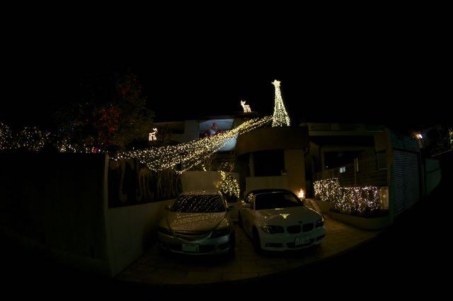 Vatandaşın biri evindeki aydınlatmayı biraz abartmış
