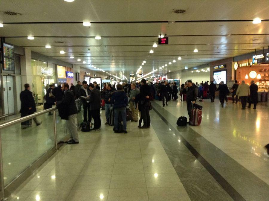 Sabiha Gökçen geliş- kalabalık, IST ise sanki Mısır Çarşısı