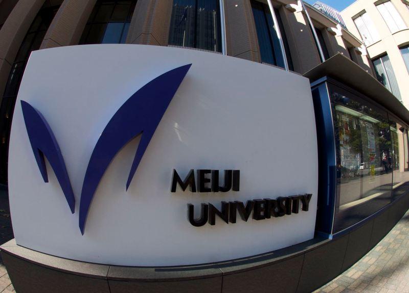 Sahaflardan yürüme mesafesinde Meiji üniversitesi de var