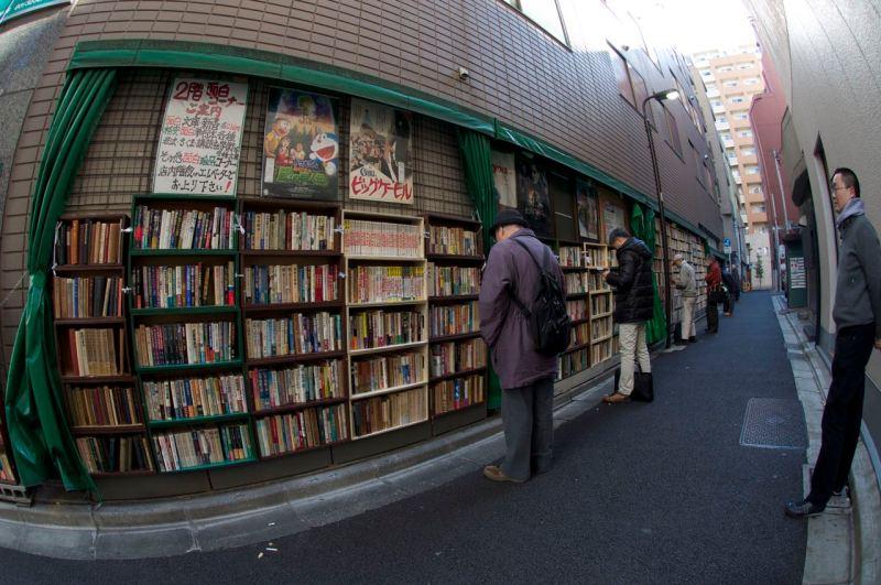 sokakta okuyanlar