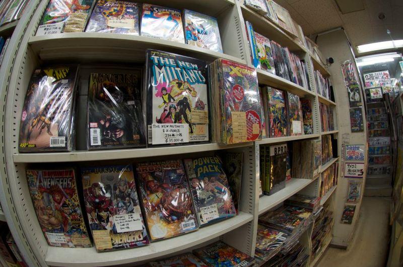 İngilizce orijinal Amerikan çizgi romanları, Süpermen falan da var
