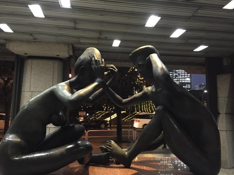"""""""Konuşanlar""""- Bir Pericle Fazzini heykeli, köşede sıkışmış ama mekana renk katıyor"""