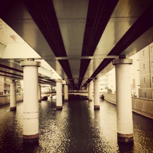 Meşhur Nihobaşi semtinin ortasından geçen kanal