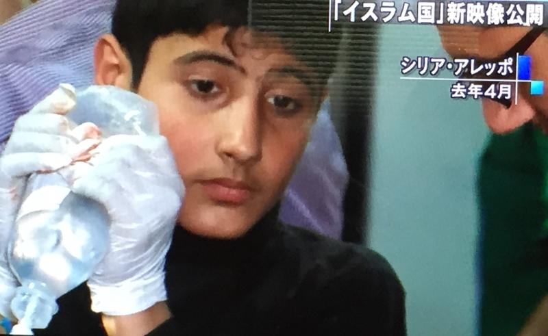 Gene Kenji'nin geçen Nisan'da yaptığı bir program. Hava saldırısının ardından hastanede