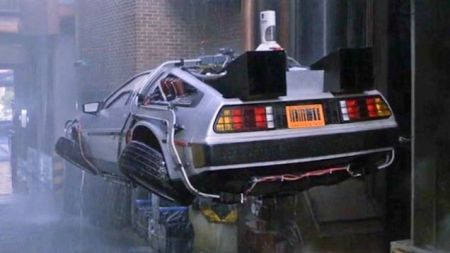 Back To The Future II filmindeki çöple çalışan araba