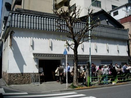 """Nigyocho'nun meşhur Tamahiden """"oyakodon"""" restoranı. 1760 yılından beri faaliyette"""
