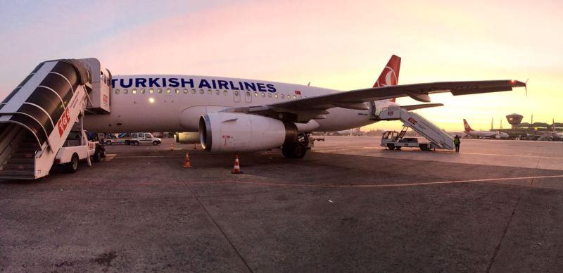 Istanbul'da sabah vakti, ışıklar yükselirken