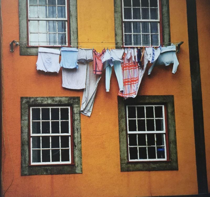 Bir Porto Sokağı, Istanbul'da Balat'dan bir enstantane de olabilirdi