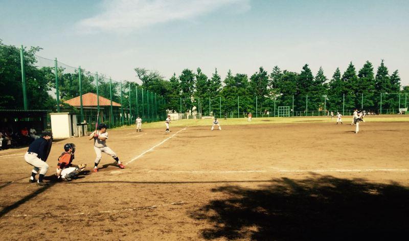 Beyzbol topunu fırlatırken