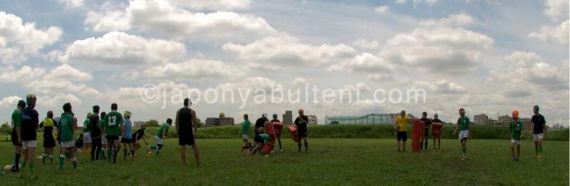 Rugby antremanı yapan ufaklıklar