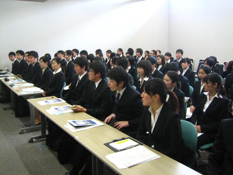 iş bulma seminerindeki öğrenciler(kaynak:http://www.msi-net.co.jp)