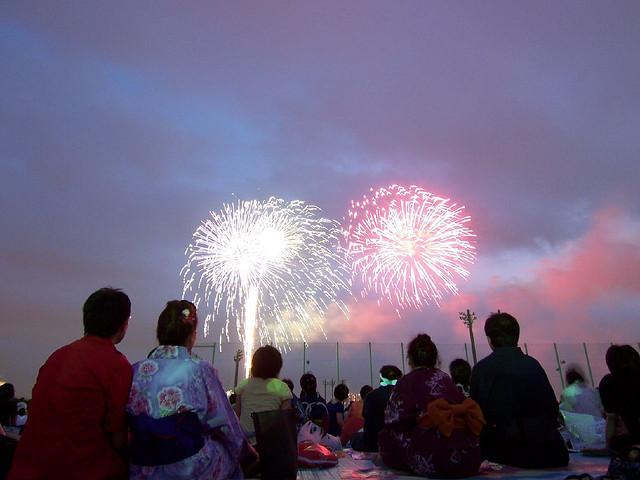 2008 yılındaki Tokyo Körfezi havai fişek gösterisinden (Kaynak: Hajime Nakao Flickr -http://bit.ly/1DUVFVT