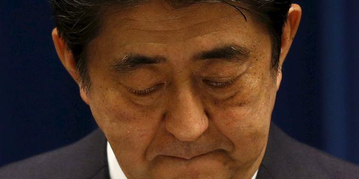 Abe Japonya'nın teslim olmasının 70inci yıldönümünde konuşurken (kaynak: Reuters-internetten)