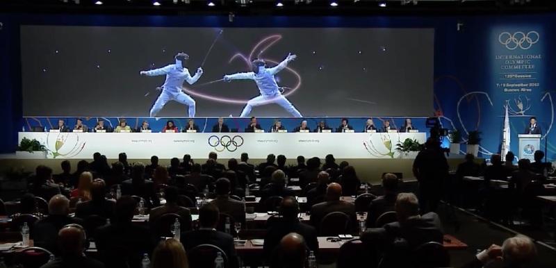 Ota Olimpiyat sunumunu yaparken, tüm salon Japon eskrim hamlelerini nasıl analiz ettiğini izliyor
