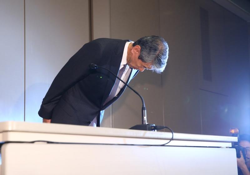 Toshiba'nın istifa eden CEO'su Tanaka Mayıs ayında özür dilerken(Kaynak: Toyo Keizai)