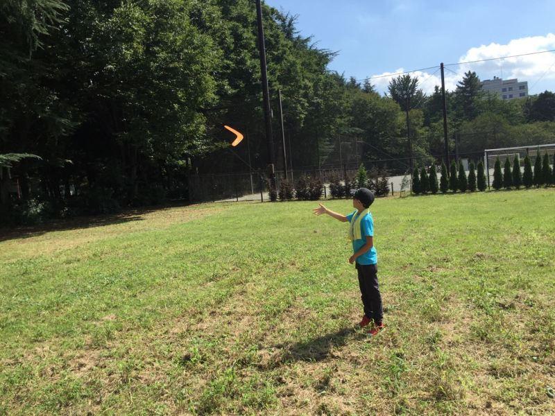 Bumerang fırlatılıyor