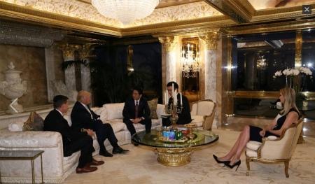 Abe Trump ile (kaynak Japan Cabinet Office PR)