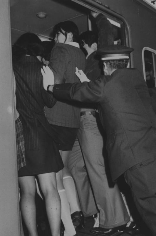 1970'lerden bir tren binme anı (kaynak: internet)